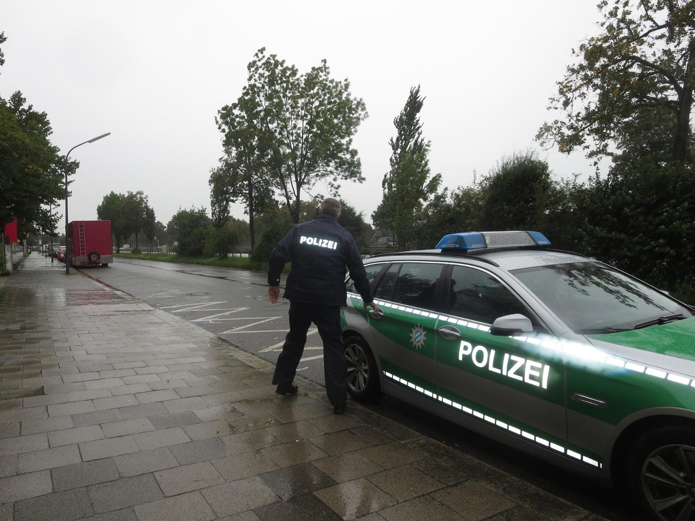 Die Polizei hat die Zwei-Personen-Versammlung aufgelöst.