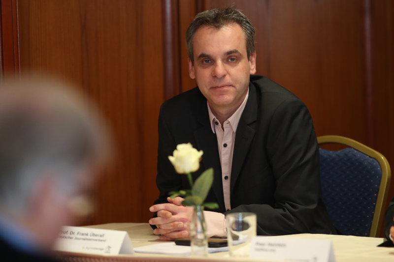 """Frank Überall, Bundesvorsitzender des Deutschen Journalisten-Verbands, warnt: """"Die Kompetenz der Journalisten zum Quellenschutz hilft gar nicht mehr, wenn Kontaktprofile erstellt werden."""""""
