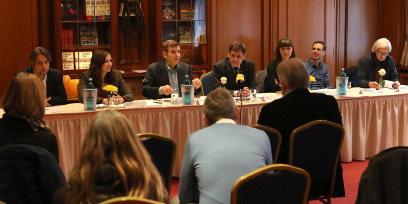 In der Pressekonferenz am 28. November 2016 in Karlsruhe erklären Vertreterinnen und Vertreter von Grundrechteorganisationen der Presse, warum die Vorratsdatenspeicherung mit dem Grundgesetz nicht vereinbar ist – Fragen gab es danach keine mehr.