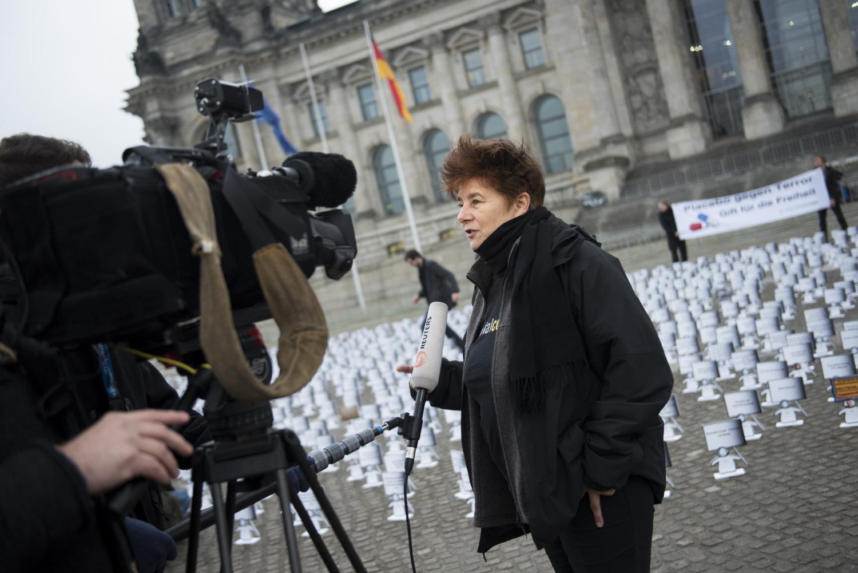 Die Aktion bekam viel Aufmerksamkeit von Medien. Hier ist Digitalcourage-Vorstand Rena Tangens im Interview mit Reuters.